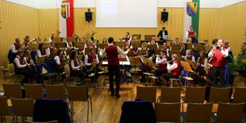 Taktstockübergabe beim Klangwellen-Konzert 2017